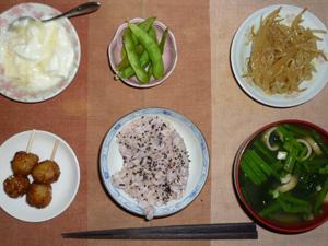胚芽押麦入り五穀米,鶏つくね×2,もやしのわさび醤油和え,枝豆,ワカメとほうれん草のおみそ汁,オリゴ糖入りヨーグルト