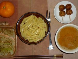 ペンネきのこのにんにく醤油,鶏つくね×2,玉葱のオーブン焼き,トマトのスープ,みかん