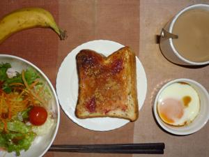 イチゴジャムトースト,サラダ(キャベツ、レタス、人参、トマト)オリーブオイル・青紫蘇,,目玉焼き,バナナ,コーヒー(豆乳)