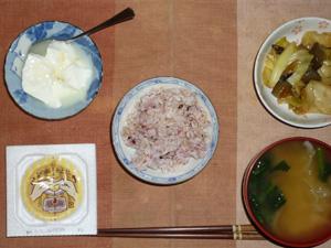 胚芽押麦入り五穀米,納豆,キャベツと茄子の炒め物,ほうれん草と玉葱のおみそ汁,オリゴ糖入りヨーグルト