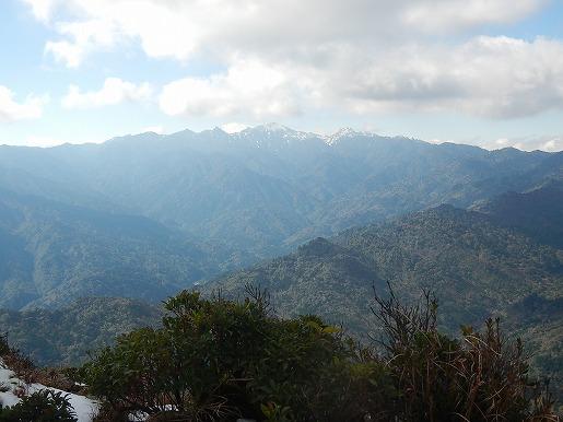 愛子岳から雪の奥岳を望む