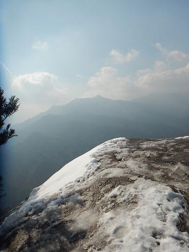 雪の残る太鼓岩より(2月9日)