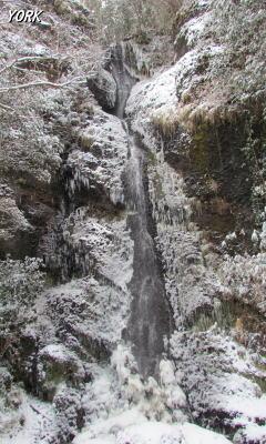携帯用 3289雪の関の塩滝240×400.jpg