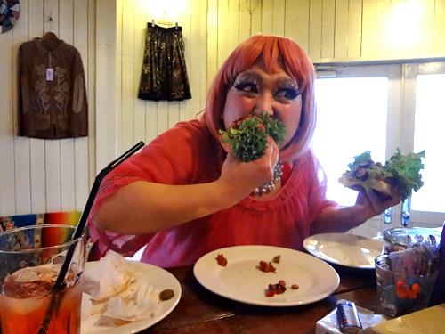 EatingChiliBeansDog2.jpg