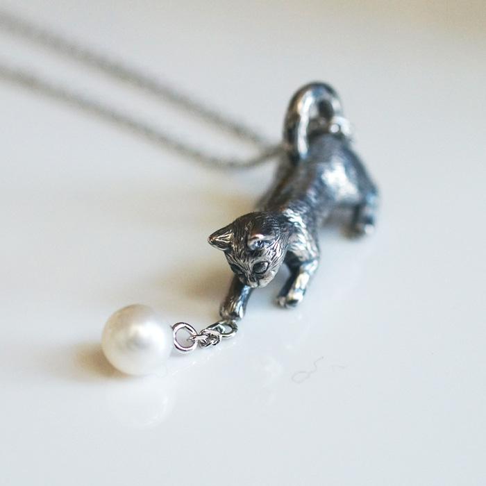 新作のパールと猫ネックレス~♪