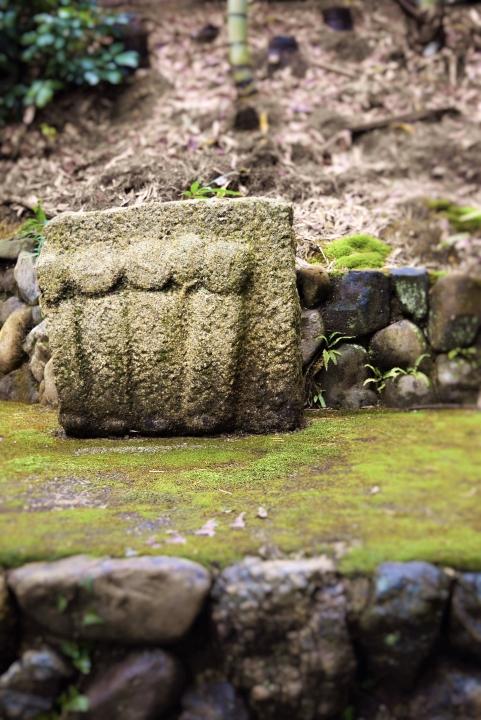 竹林の石像