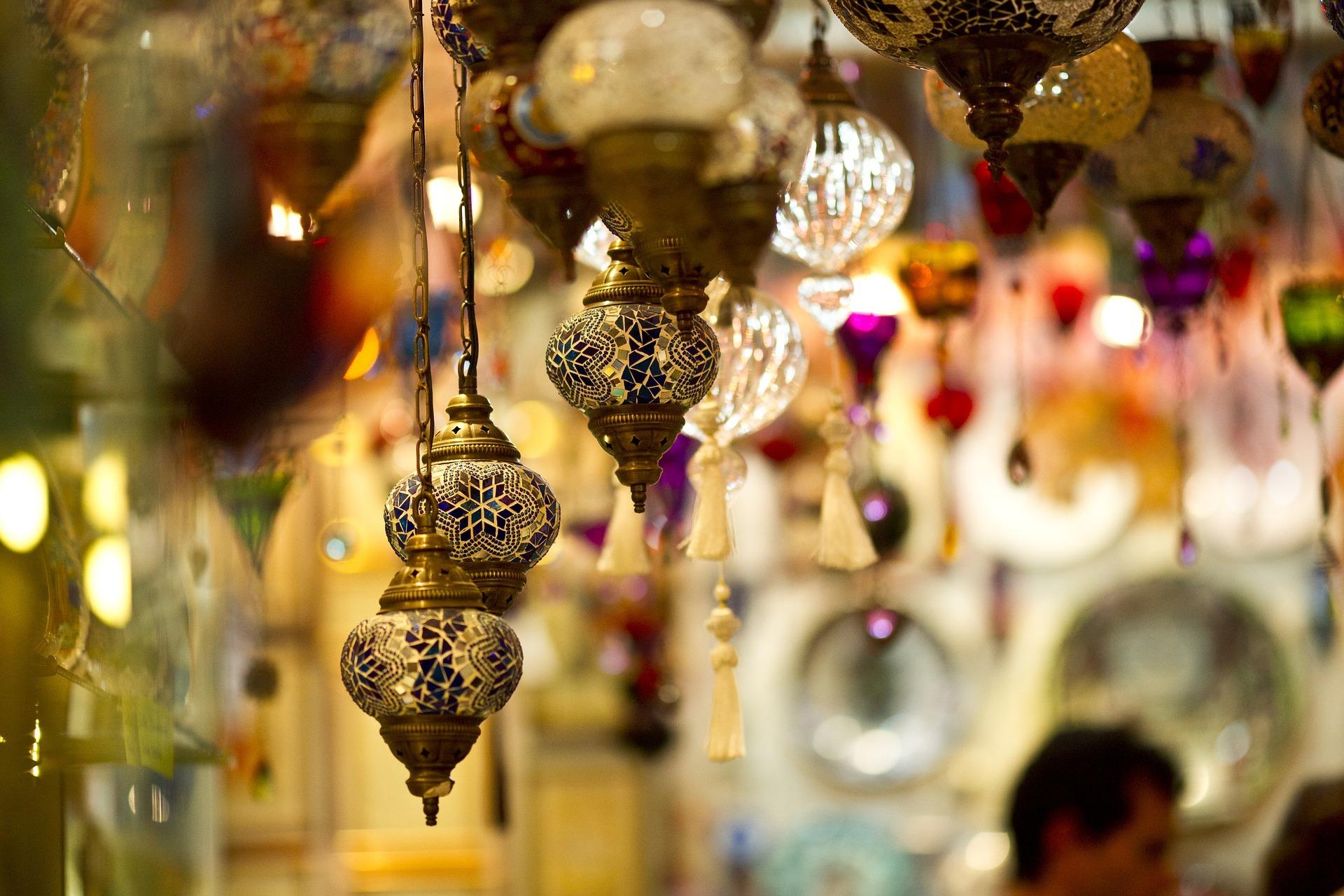lamp-2381617_1920.jpg