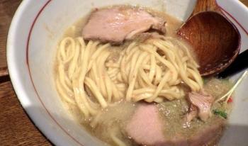 麺と心 7 濃厚 蟹そば(麺のアップ)