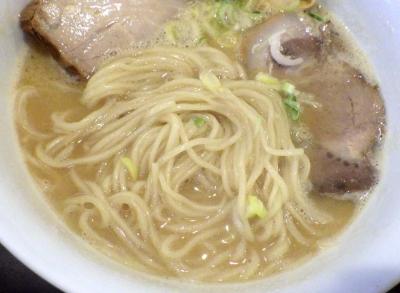 TSURUMEN 鶏白湯そば(麺のアップ)