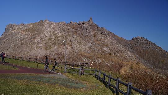 151023有珠山火口原展望台と山頂