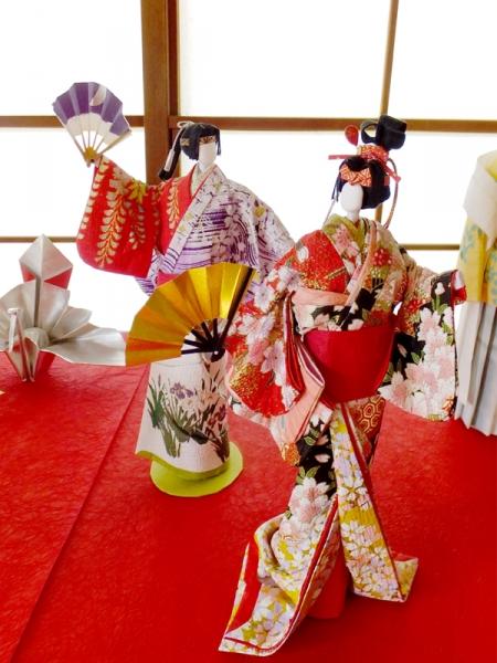 三角邸の紙人形