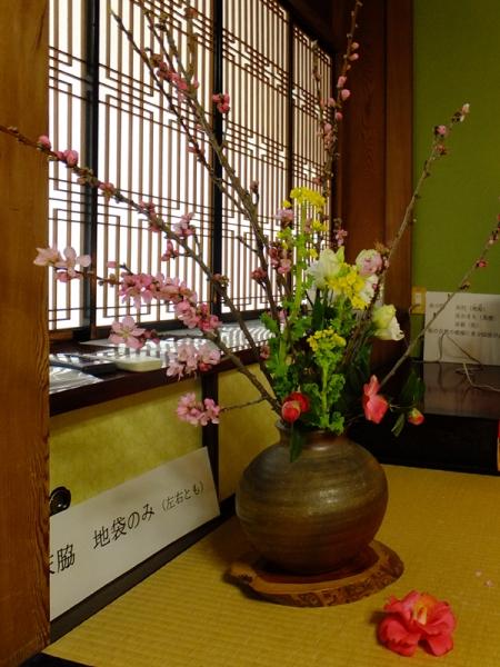 三角邸の生花