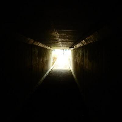 暗闇の中でも動けば必ず光は見える・・・はず!