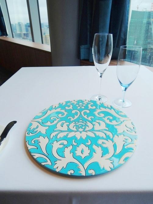 リッツカールトン東京 アジュール フォーティーファイブ (アジュール45)でランチ  なんというプライベート感のある居心地の良さ…… しかも、料理に得体の知れない勢いがあります!!