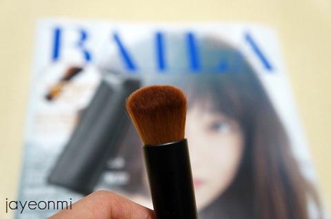 日本の女性誌_BAILA_11月号_消しゴムブラシ (2)