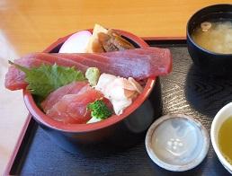 ⑯かねはち 川幅鉄火丼 1050円