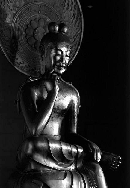 中宮寺・弥勒菩薩像(クスノキ材)