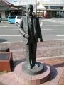 JR上熊本駅 「若き日の漱石」像