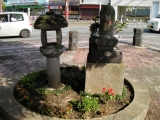 JR上熊本駅 石灯篭と地蔵
