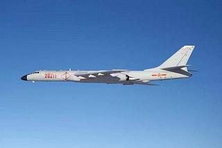 151127_中国軍のH6爆撃機(防衛省提供)_0151127at94_p_640x428