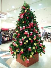 151215_3659ショッピングモールのクリスマスツリー縦VGA