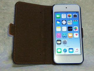 160212_3763友人から贈られた「iPod touch 32GB」液晶保護シール&フリップカバー付きVGA