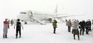 160223_JAL3512便新千歳→福岡離陸直前にエンジンから発煙緊急脱出_m_ASJ2R55LPJ2RIIPE02C_640x300