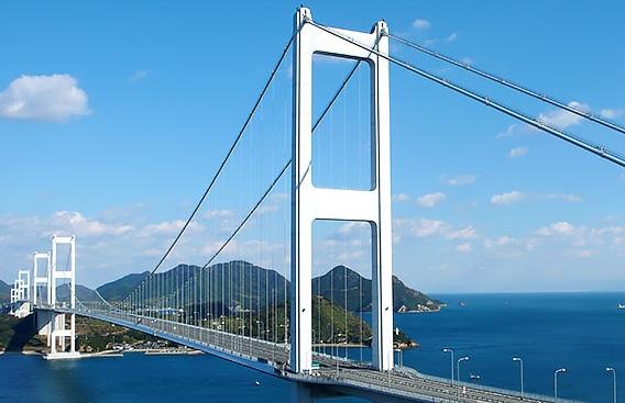 しまなみ海道の来島海峡大橋の写真