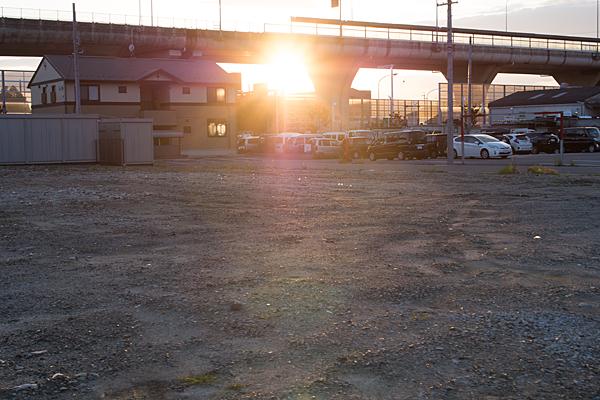 空き地と夕日