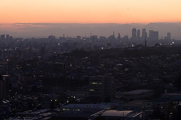 名古屋の街並みの夕暮れ