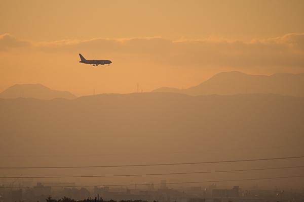 夕焼けの飛行機