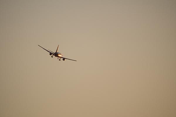 ギラリ飛行機