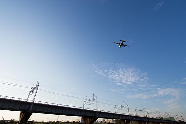 中央本線橋梁と自衛隊機