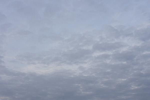 ブルーグレーの空