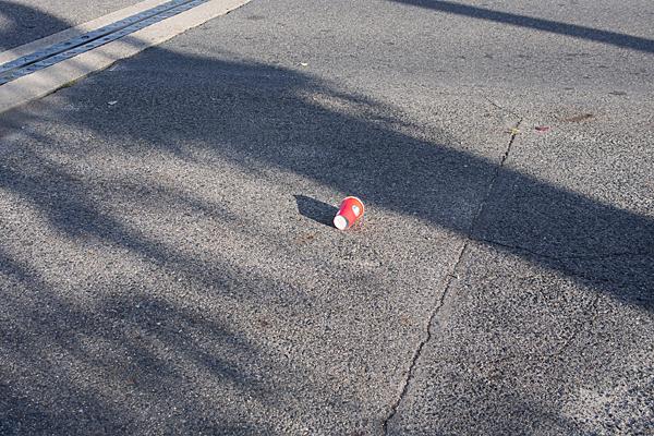 赤い紙コップ