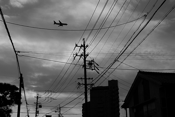 電線と飛行機