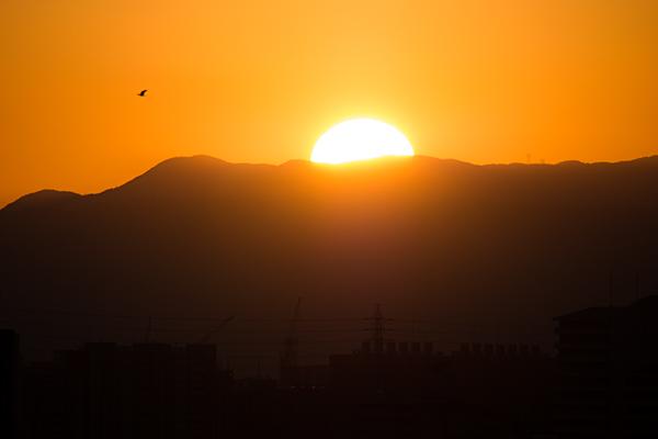日の入り山並み