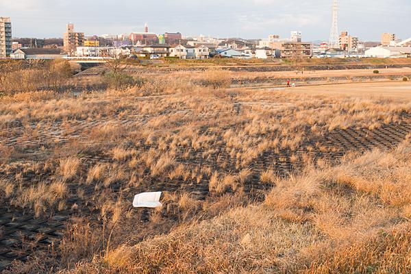 矢田川河川敷と布団