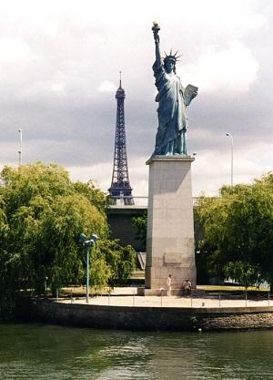 パリの自由の女神像