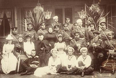 1892年、夏、サンクトペテルブルクのクラスノエ・セロでの軍事演習に集まったロマノフ家の人々