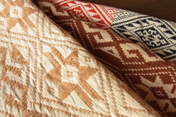 ラオス・タイ族の織物1