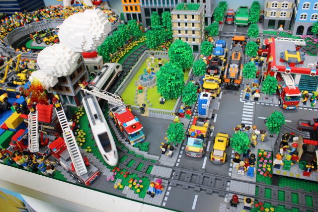 レゴ巨大ジオラマの火事