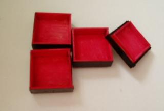 重箱に色を塗りました