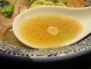 石黒 新潟煮干醤油ラーメン スープ