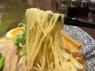 石黒 新潟煮干醤油ラーメン 麺