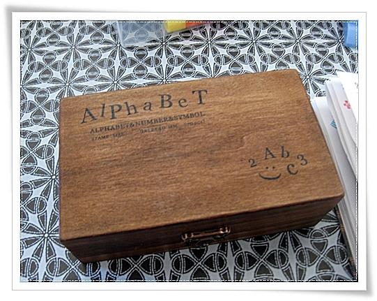 送料込み1,000円ホドで最近ポチったアルファベット&数字スタンプ(木箱付き)の感想~♪(>∀<)ノ