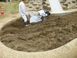 新型自走砂場清掃篩機「すなっぴー」