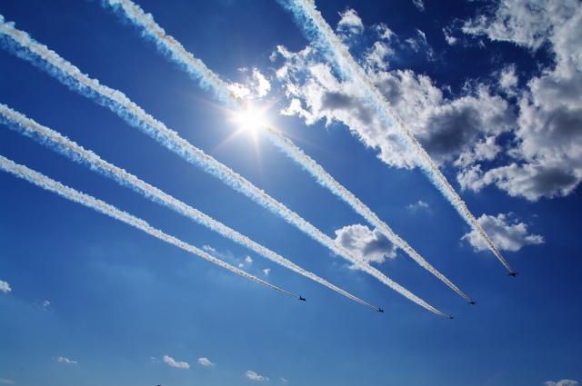 飛行機雲は、どうしてできる?