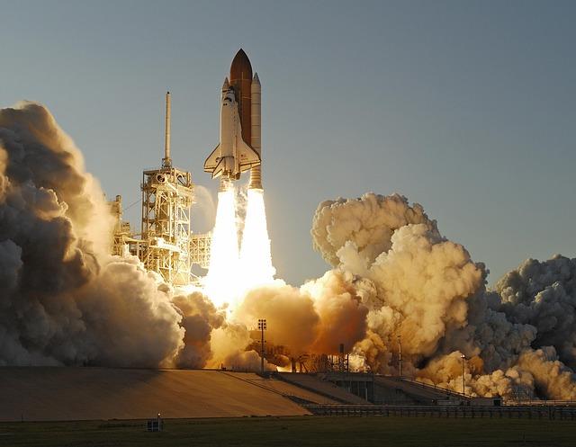スペースシャトルが地球を一周する時間は?