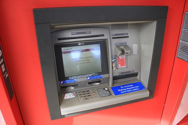 ATMで、硬貨は何枚まで預けることができる?